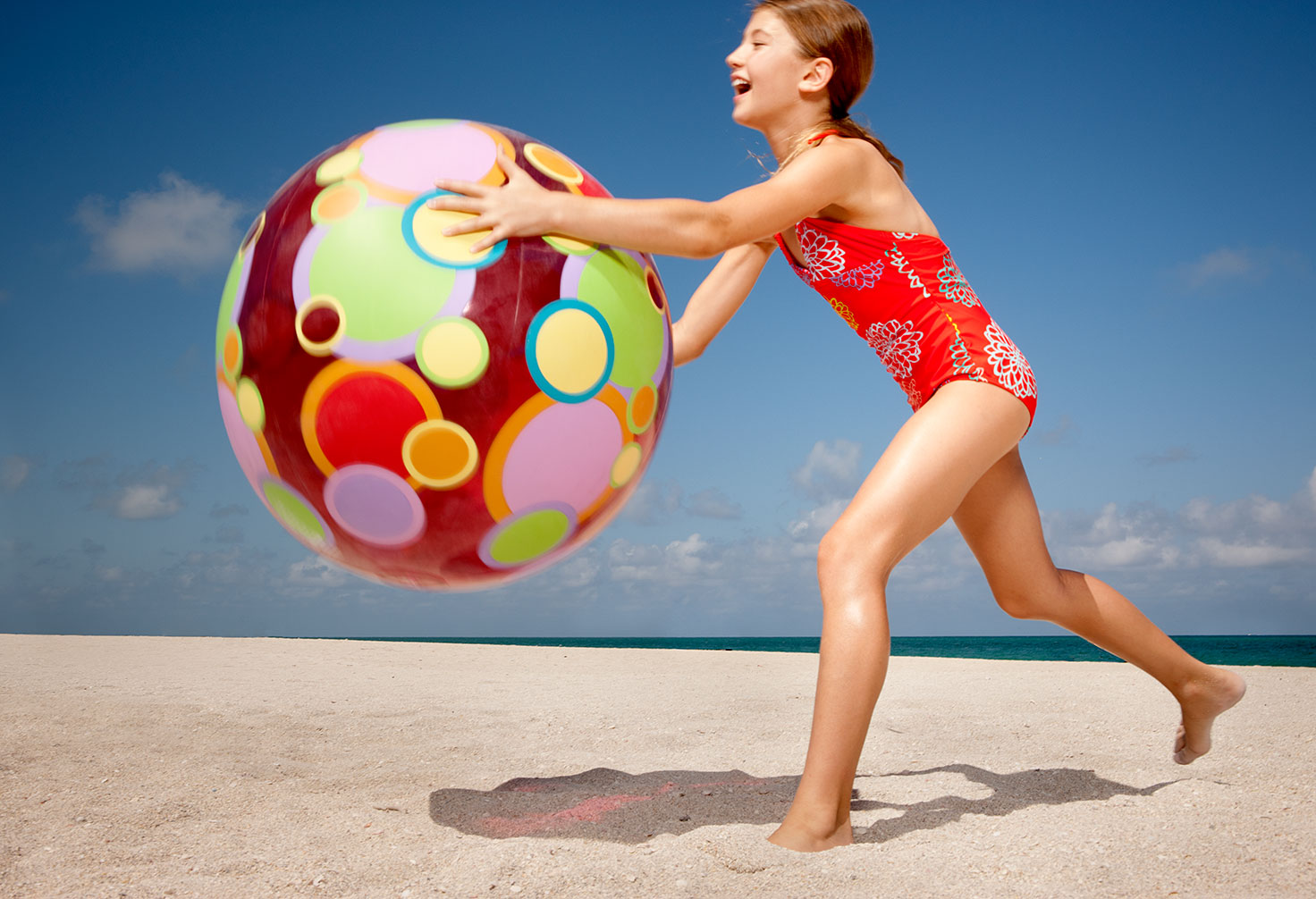 joSon childhood-Girl play with beach ball